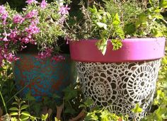 So fun - use doilies to paint flower pots!