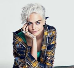 Cara Delevingne's Icy Blonde Hair For 'Glamour': Shaving My Head Was 'Liberating' Cara Delevingne Haar, Cara Delevigne, Cara Delevingne 2018, Cara Delevingne Photoshoot, Granny Look, Look Fashion, Fashion Beauty, Net Fashion, Shave My Head
