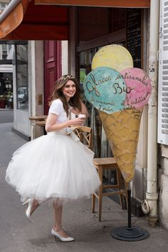 I want to do this.. Wear a fluffy skirt and go get ice creams at some cute parlor