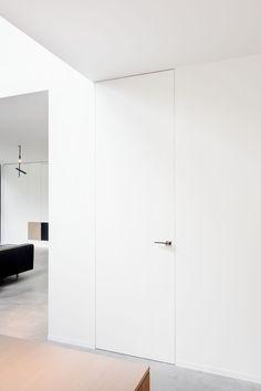 Home Room Design, Dream Home Design, House Design, White Internal Doors, White Doors, Minimalist Home Interior, Modern Interior Design, Hidden Doors In Walls, Flush Door Design