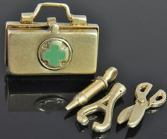 Vintage 14K Yellow Gold Medical Doctor Tools Bag 3D Movable Charm Pendant