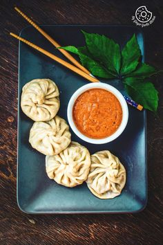 Learn how to make Steamed Veg Momos or Dim Sum and Spicy Chili Chutney Recipe with step-by-step video instructions. Veg momos recipe is a Tibetan street food. Indian Food Recipes, Vegetarian Recipes, Cooking Recipes, Momos Recipe, Recipe Recipe, Veg Momos, Indian Street Food, Food Cravings, Food Presentation