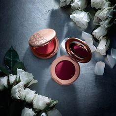 Rebel Bouncy Blush combines the lightness of powder with a soft, creamy texture that illuminates the skin to delightful new heights.
