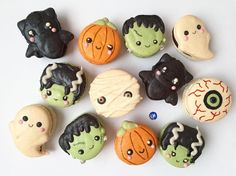 🤤 Which would you eat first? These adorable treats are made by . Halloween Cocktails, Halloween Desserts, Halloween Cupcakes, Halloween Food For Party, Halloween Treats, Halloween Macaroons, Pretty Halloween, Fall Halloween, Halloween 2019