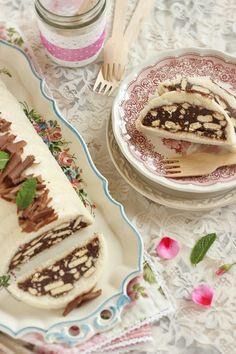 A hétvégén készült ez a sütés nélküli desszert és szintén a gyors, egyszerű kategóriába sorolom, vi...