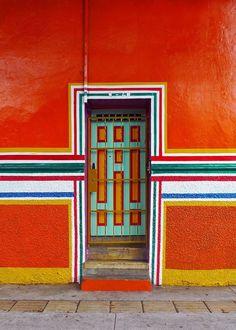 Puerta y Colores by Alejandro Osorio Agudelo