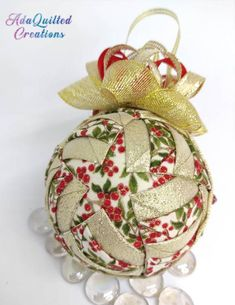 Folded Fabric Ornaments, Lone Star Quilt, Quilted Christmas Ornaments, Amazing Decor, Metallic Colors, Ball Ornaments, Star Patterns, Hostess Gifts, Decor Crafts