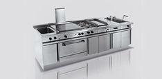 Cucine professionali per la ristorazione in acciaio saldato in otto punti. Cucine con piani in stampaggio con angoli raggiati. Cucine dall' igene totale H3.