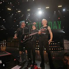 """585 curtidas, 16 comentários - ❌Green Day Saves❌ (@billiejoeftmylife) no Instagram: """"Their smile makes me so happy❤ . . @billiejoearmstrong @mikedirnt @trecool @jeffmatika…"""""""