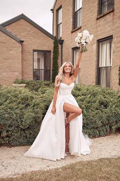 Wedding Goals, Wedding Pics, Wedding Day, Dream Wedding Dresses, Bridal Dresses, Bridesmaid Dresses, Classy Wedding Dress, Future Mrs, Top Wedding Photographers