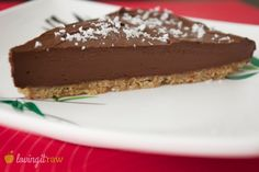You simply will not BELIEVE how good this raw chocolate cake is! A seriously surprising blend of ingredients that creates pure magic! Raw Vegan Desserts, Vegan Dessert Recipes, Vegan Treats, Raw Food Recipes, Cake Recipes, Healthy Recipes, Raw Chocolate Cake, Great Vegan Recipes, Sweet Pie