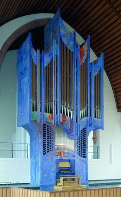 Vleugels Orgelbau; Lampertheim, Germany 2005; III/44. Weird looking thing...
