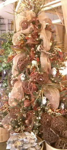 looking for year round tree ideas. Woodland Christmas, Christmas Tree Themes, Holiday Tree, Christmas Home, Harvest Decorations, Seasonal Decor, Holiday Decor, Thanksgiving Tree, Thanksgiving Decorations