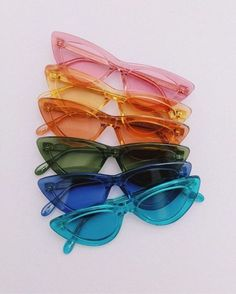 see clearly and colorfully Cute Sunglasses, Trending Sunglasses, Photographie Indie, Lunette Style, Cool Glasses, Fashion Eye Glasses, Accesorios Casual, Aesthetic Fashion, Cute Jewelry