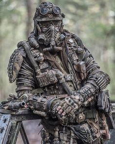 Post-apocalypse DIY look. Post Apocalypse, Apocalypse Survival, Apocalypse Costume, Mad Max, Post Apocalyptic Costume, Apocalyptic Clothing, Tactical Armor, Military Special Forces, Futuristic Armour