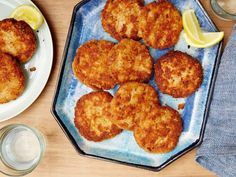 I don't remember all these ingredients in my mom's Salmon Patties - but this sure sound GOOD! Salmon Cakes recipe from Melissa d'Arabian via Food Network Salmon Recipes, Fish Recipes, Seafood Recipes, Cake Recipes, Top Recipes, Dinner Recipes, Seafood Meals, Brunch Recipes, Dessert Recipes