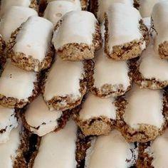 Walnut Sticks (Nußstangl) with Recipe Image - Mindmegette. Hungarian Desserts, Hungarian Recipes, Cookie Recipes, Dessert Recipes, Delicious Desserts, Yummy Food, Salty Snacks, Xmas Food, Small Cake