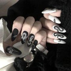 Halloween Acrylic Nails, Black Acrylic Nails, Best Acrylic Nails, Long Black Nails, Cute Black Nails, Black Almond Nails, Black Stiletto Nails, Black And White Nail Art, Black Acrylics