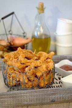 Stripsy z kurczaka to imprezowy hicior. Są doskonałe także na zimno. Podajcie do nich ketchup, sos czosnkowy lub sos chili. Mam nadzieję, że Wam posmakują. Kfc, I Party, Cereal, Grilling, Muffin, Lunch Box, Ketchup, Cookies, Chicken