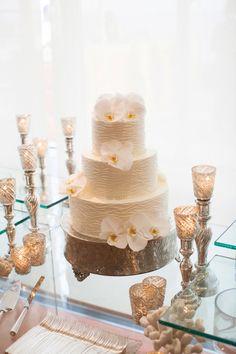 Ocean inspired wedding cake: http://www.stylemepretty.com/2013/12/18/santa-barbara-seaside-wedding/ | Photography: Lane Dittoe - http://lanedittoe.com/