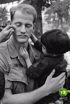 pictures of vietnam Vietnam History, Vietnam War Photos, Famous Photos, South Vietnam, Foto Art, Vietnam Veterans, World Peace, American Pride, Cold War
