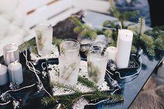 Die Tage werden kälter und kürzer, die Terrasse wirkt nicht mehr sehr einladend. Abhilfe schafft ein Winter-DIY für draußen: Eis-Teelichter! Klick für mehr!