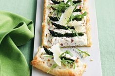 Ham and asparagus ricotta tarts Asparagus Tart, How To Cook Asparagus, Ricotta Tart Recipe, Rocket Recipes, Best Food Photography, Tacos, Savory Tart, Leftover Ham, Pastry Recipes