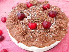 Bolo de Chocolate, Chantilly e Morangos