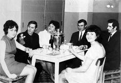 Республика Беларусь. Чай с конфетами, вино и фрукты – типичный набор для празднования 8 Марта в начале 70-х