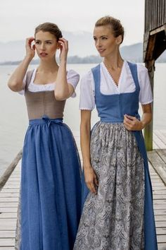 Linen bodice, to close with Hafteln. AllTostmann aprons are cut in three panels and are therefore very beautiful. Dirndl Dress, Dress Skirt, German Costume, German Outfit, German Fashion, Folk Costume, Modest Outfits, Look Fashion, Womens Fashion
