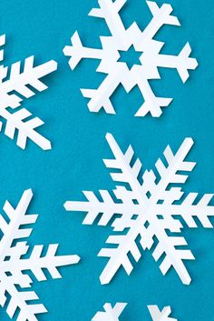 How to Make Perfect Paper Snowflakes with snowflake template Paper Snowflake Patterns, Snowflake Cutouts, Snowflake Template, Diy Snowflakes, How To Make Snowflakes, Snowflake Craft, Christmas Crafts For Kids, Crafts To Do, Christmas Fun