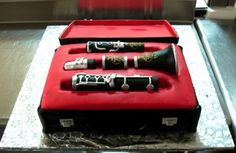 clarinet cake!!! If someone made me this for my birthday, or really any occasion I would be one happy girl!!