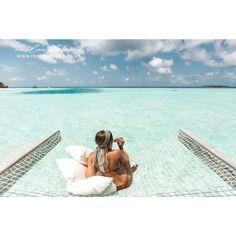 출근길에 몰디브로 뛰쳐가고 싶게 만드는 이 사진 :) 이렇게 멋진 휴가를 위해, 오늘도 열심히 일해보아요~!!  Anantara Kihavah Maldives Villas    #goodmorning #버킷리스트 #꿈의휴가 #휴양지 #지상낙원 #몰디브 #에메랄드바다 #인도양 #바다위해먹 #수상객실 #여행 #리얼몰디브