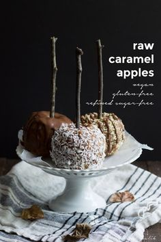 Raw caramel apples - a deliciously healthy makeover of a classic fall treat. Made from dates and nut butter, topped with raw ganache. Epic!