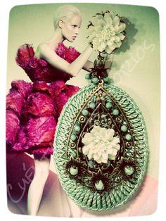 Rayón verde agua con flores de resina