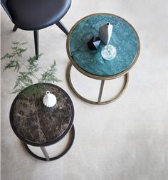 Siena side table x Finished in Florentine Gold with Verde Jade marble. Siena side table x Finished in Antique Bronze with Maron marble. Echo chair with black leather and black patinated steel.