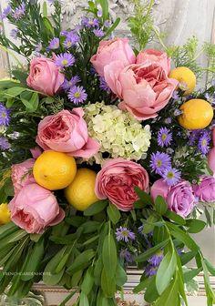 Flower Centerpieces, Hydrangea, Floral Arrangements, Floral Wreath, Lemon, Home And Garden, Wreaths, French, Rose