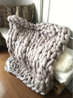 道具不要!簡単!時短!話題の超極太毛糸で腕編みブランケット♪|LIMIA (リミア)