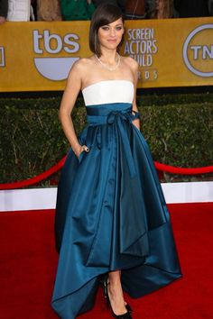 Marion Cotillard wore a Christian Dior pre-autumn/winter 2013-14 gown with strapless bodice and full petrol blue skirt and completed her look with Chopard jewellery