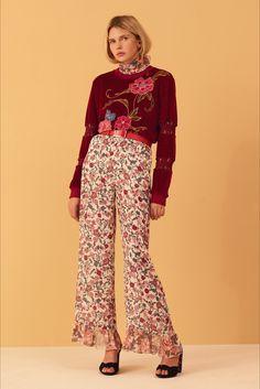 Guarda la sfilata di moda See by Chloé a New York e scopri la collezione di abiti e accessori per la stagione Pre-Collezioni Autunno-Inverno 2017-18.