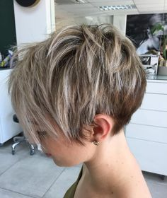 Short Messy Wedge Cut ❤️The wedge haircut is on everyone's lips today! It's the best idea for thin hair that makes ladies forget about flat looks once and for all. See how it works: anything from short and classic Short Pixie Haircuts, Short Hairstyles For Women, Hairstyles Haircuts, Pixie Haircut Fine Hair, Short Pixie Bob, Shaggy Pixie, Long Pixie Hairstyles, Haircut Bob, Haircut Short