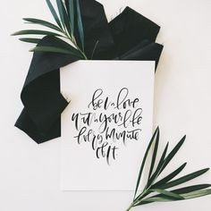 Hand lettering and styling for weddings and everyday celebrations. Hand Lettering Envelopes, Hand Lettering Alphabet, Lettering Styles, Brush Lettering, Free Printable Art, Free Printables, Kid Friendly Art, Hand Lettering For Beginners, Lettering Tutorial