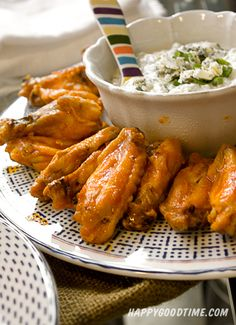 Baked Buffalo Wings - Bar Food Revamp Well presented I Love Food, Good Food, Yummy Food, Baked Buffalo Wings, Hangover Food, Appetizer Recipes, Appetizers, Bar Food, White Meat