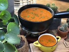 puntpaprika soep met tomaat maken Gazpacho Recept, Great Recipes, Recipies, Curry, Food And Drink, Veggies, Keto, Vegan, Ethnic Recipes