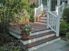 Exactly what I want for front entrance, add hedges along front and left side.  Black paint or stain decking.