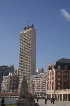 """El Edificio de """"""""Havanna"""""""" con sus 125 metros es el mas alto de toda Mar Del Plata.   -lbk-"""
