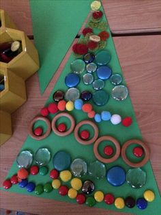 Kerstboom versieren met loose parts @mijnhartje @kleuterleerkracht