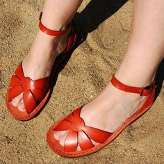 I love these Walter Moretti sandals sooo much! But he makes them just until size 41 and I am wearing 42....