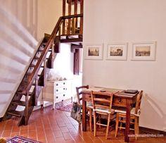 """@Paula May In Beautiful #Rome Mi hogar en Roma con GowithOh """"La mesa del comedor y la escalera que sube a la habitación doble"""""""
