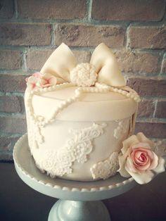 Vintage birthday cake... Nostaljik doğum günü pastası Party cupcakes-birthday -dogumgunu pastası- butik pasta, şeker hamuru, insan figürü,yetişkinlere, kadınlara, erkeklere, çocuklara, doğum günü, doğumgünü, yaş pasta, ankara, doğal, katkısız, sağlıklı, kişiyeözeltasarım, kişiyeözel, tasarım /birthday cake-party cake-